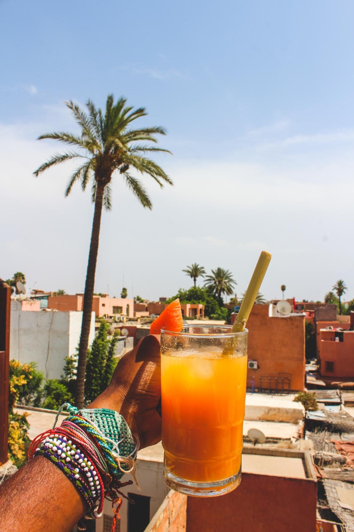 Marrakesh: frissen facsart narancslé minden sarkon