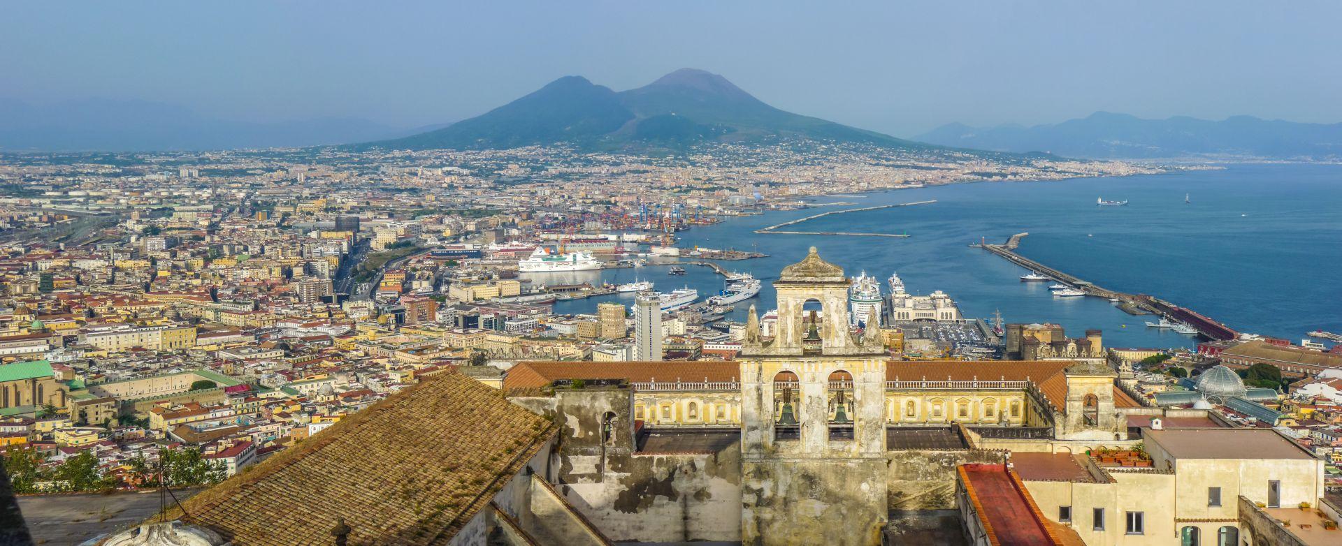 Nápoly: kilátás az öbölre és a Vezúvra