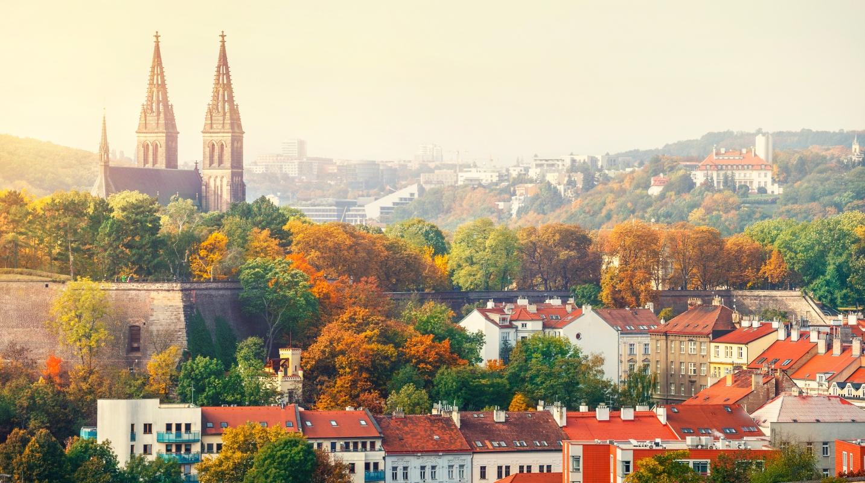 Prága: Vyšehrad látképe naplementekor