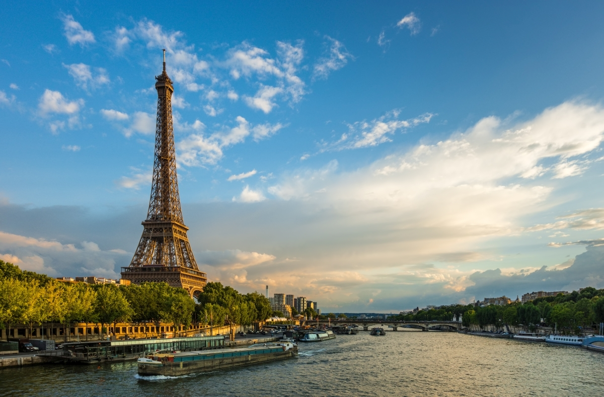 Beautiful sunset over Eiffel Tower and Seine river